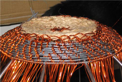 Basket bottom in twine and part of side in twill woven copper and electric wire - Fond de panier en jute et partie du côté tissé en sergé de fil de cuivre et fil électrique