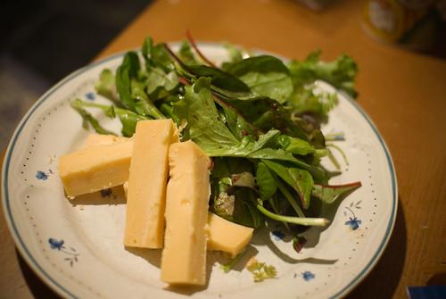 Belegen kaas en sla en vinaigrette