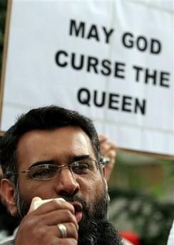 musulmanes protestan por título a Rushdie1