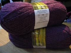 royal-purple-yarn