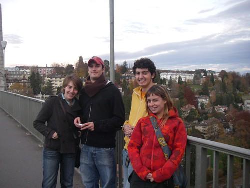 Parte del grupo sobre un puente de Berna