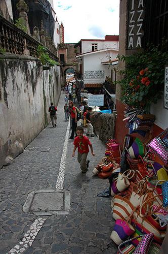 Taxco - 17 Ohad on the street