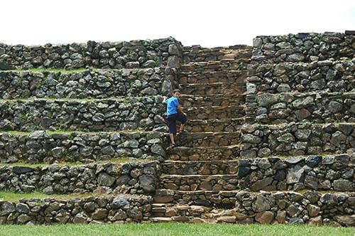 Ihuatzio - 13 Climbing the Ihuatzio outer wall