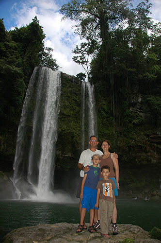 Misol Ha - 12 Family in the falls