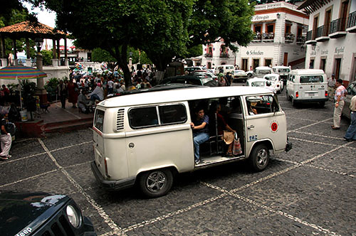 Taxco - 06 VW Bus upclose