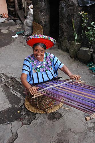 Lago Atitlan Santiago - 15 Woman weaving