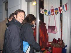 Chris und Jacky beim Nateltäschchenkauf