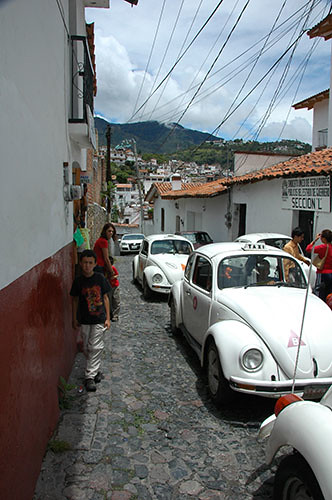 Taxco - 03 VW in climbing street
