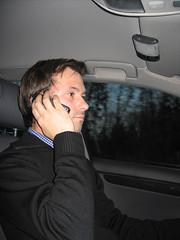 Chris telefoniert bei einer kurzen Pause mit Robert