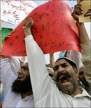 protestando en paquistán vs Rushdie