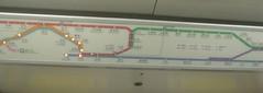 57.地鐵車廂上面都有動態路線圖