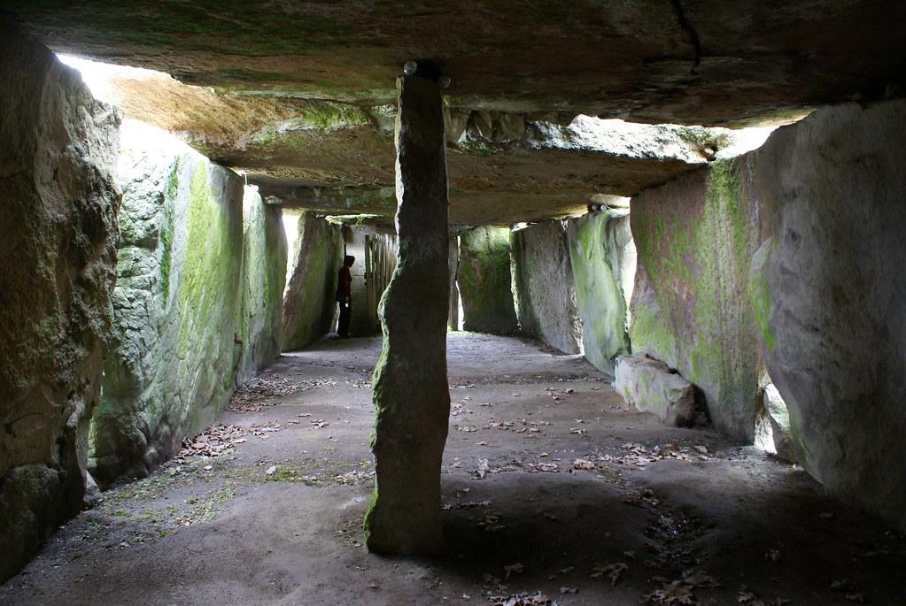 Grand dolmen historique de Bagneux - interior