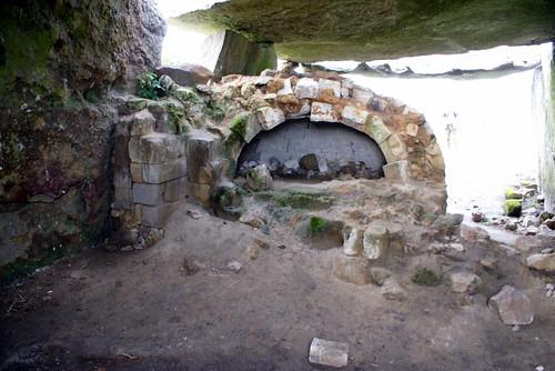 Dolmen bread oven
