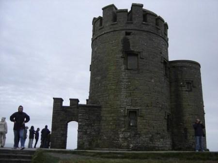 Torre en los acantilados de Moher