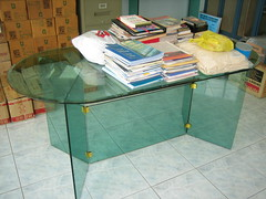 The sample conference table with weight on top