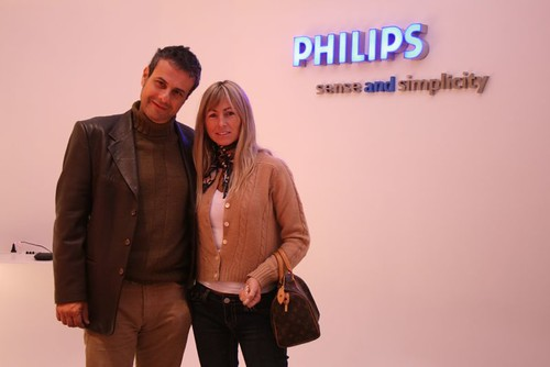 08-06-12  Ari Paluch y  Carolina en la presentacion del Philips Aurea