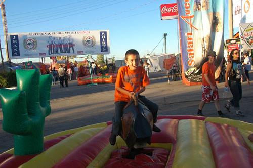 Chihuahua Feria - 02 - Nadav on Mech Bull