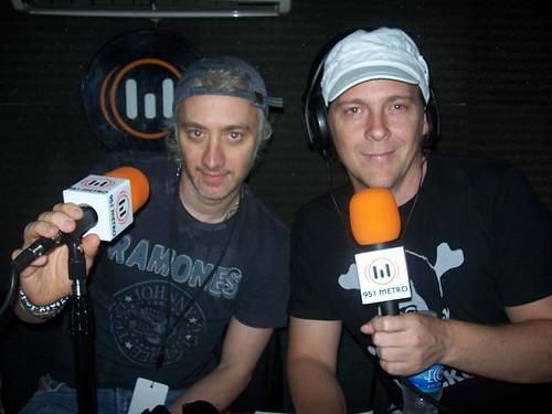 Andy Kusnetzoff y Matías Martin transmitiendo en vivo desde el Personal Fest para la Metro