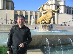 Image of Grant in front of the Trocadero