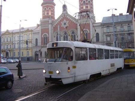 Tranvía y sinagoga