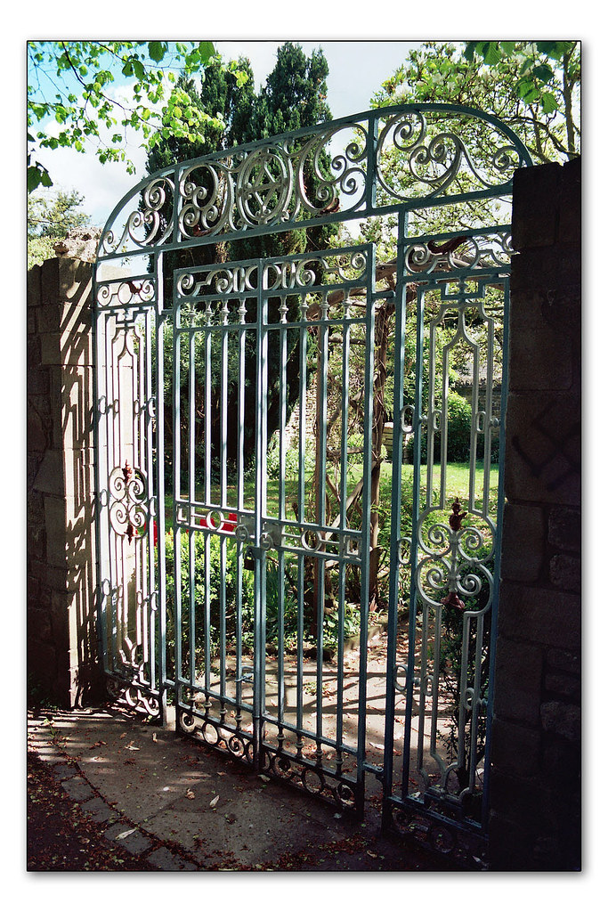 Iron gate, The Croft
