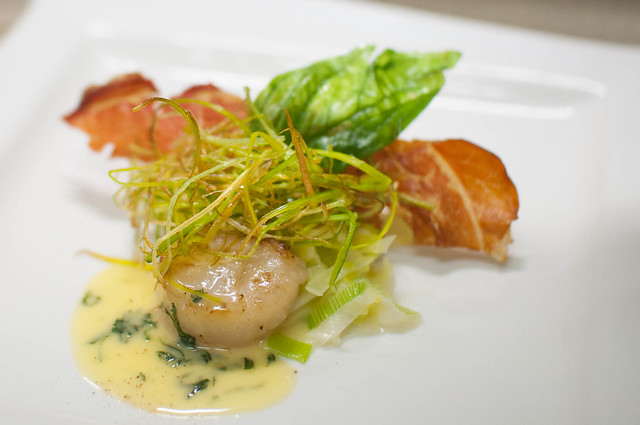 Coquille St. Jacques / gegrild - prei - basikicumbotersaus
