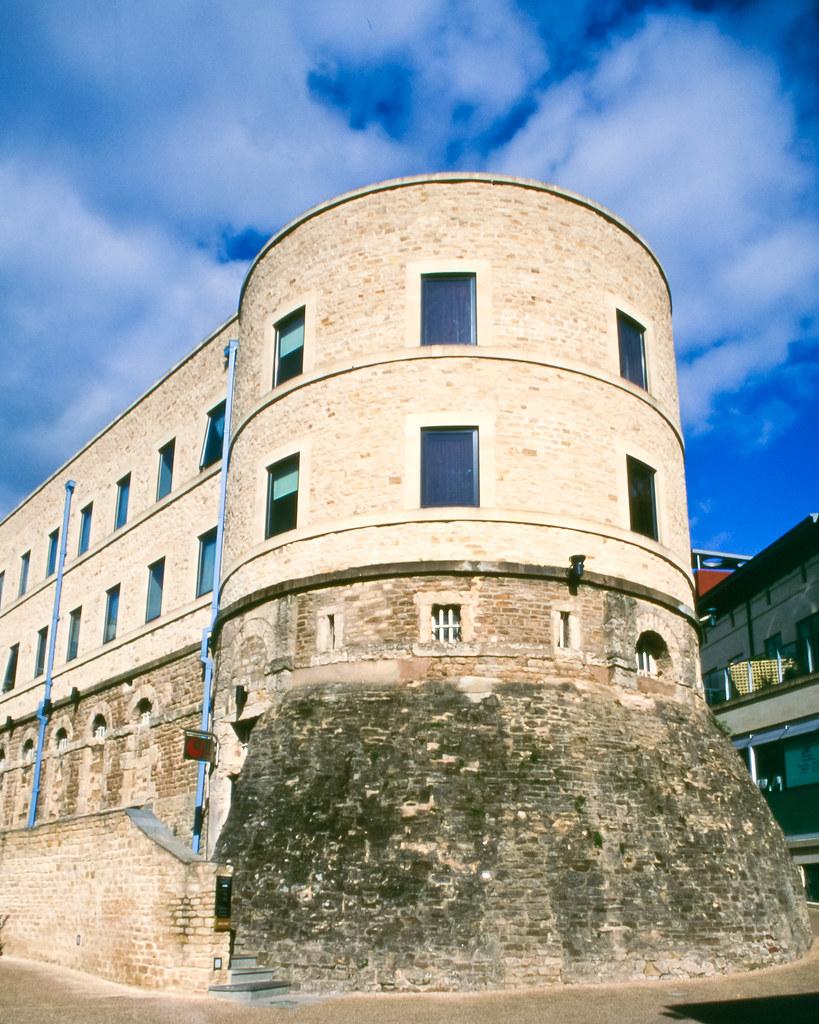 Oxford prison/Malmaison | Velvia 50