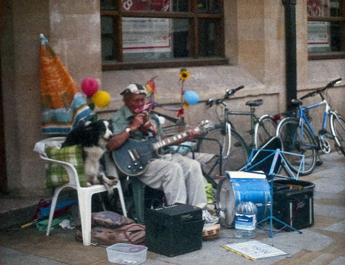 Oxford  busker | Minolta 110 Zoom | outdated film