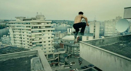Leito jumping between rooftops