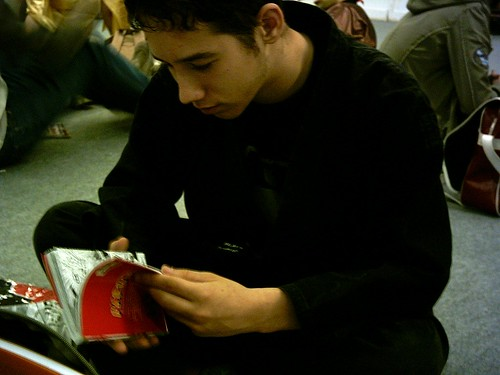 Adri leyendo