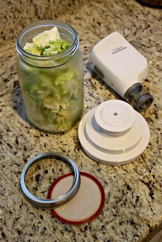 Preserving Lettuce in Mason Jars_4