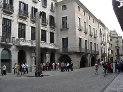 Sentada por una vivienda digna en Girona