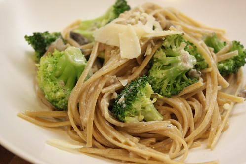 Linguine Alfredo w/ Broccoli