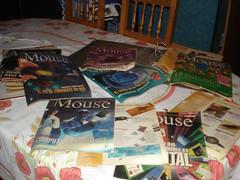 Varias revistas desparramadas