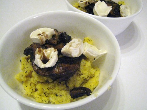 Polenta with mushrooms and goat's cheese