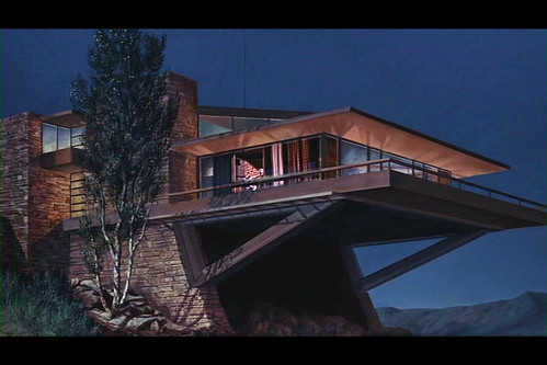it looks a lot like the house from body double