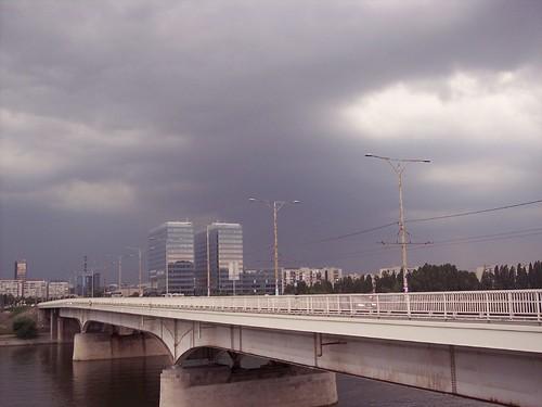 Vihar az Duna Tower mögött