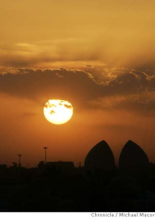 Sunset in Baghdad, the Martyr's Memorial or Al-Shaheed Monument in Baghdad