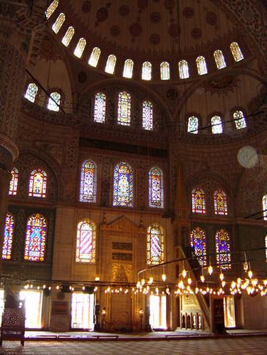 Simplemente Blanco Visits Istanbul, Turkey