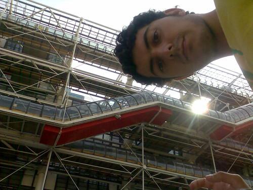 Yo frente al centro Pompidou
