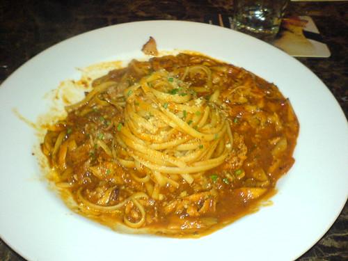 Linguini with ham, mushrooms and tomatoes