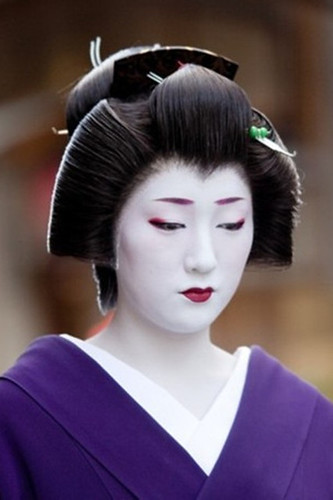 Elaborate Geisha Hairstyles – UniWigs® Official Blog