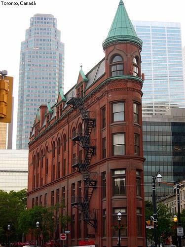 Edificio estrecho en Toronto, Canadá