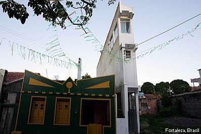 Edificio estrecho en Fortaleza, Brasil