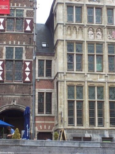 Edificio estrecho en Bruselas, Bélgica