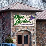 Woman's clever Olive Garden hack reveals you can save money and stay full by ordering this 💥💥