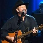 Garth Brooks on performing at bars instead of stadiums amid coronavirus pandemic: 'Dive bars are vaccinated' 💥👩💥