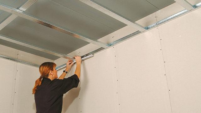 Plaatsen van een PlaGyp D plafond  GAMMAbe