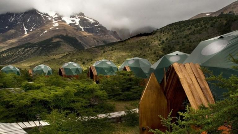 Ecocamp Patagonia: em um dos lugares mais incríveis da América Latina, a Patagônia, esse glamping possui acampamentos em cúpulas - para não sair do clima - porém com conforto digno de 5 estrelas
