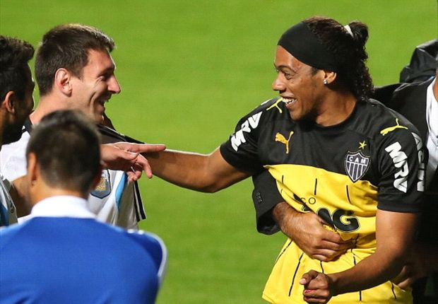Messi fooled by Ronaldinho lookalike